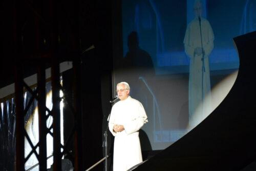 Carlo Frisi imita il Papa al faro 2012